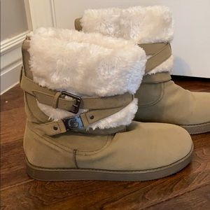 Guess Boots with faux fur